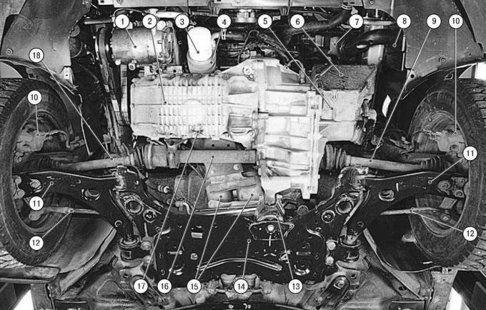 Подкапотное пространство автомобиля с двигателем 1,6 л Duratec Ti-VCT и основные агрегаты автомобиля (вид снизу, защита двигателя снята)