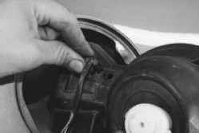 Как снять лючок бензобака на форд фокус 1